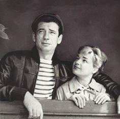 Yves Montand-Simone Signoret à la fenêtre de leur appartement place Dauphine, Paris, 1951