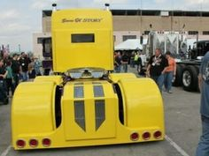 Photo collection of the hottest big rig show trucks anywhere! Some extra cool rides from our photo archives from North American truck shows. Customised Trucks, Custom Trucks, Show Trucks, Big Rig Trucks, 72 Chevy Truck, Custom Big Rigs, Big Show, Vintage Models, Peterbilt