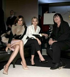 la modella mafia Front Row chic at H Fall 2013 runway - Carine Roitfeld and Ashley Olsen 2 Olsen Fashion, Olsen Twins Style, Olsen Sister, What Should I Wear Today, The Brunette, Mary Kate Ashley, Carine Roitfeld, Black Cropped Pants, Paris Shows