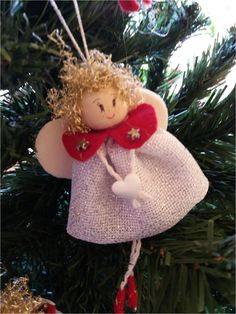 Velvet Leaf and Pearl Angel Christmas Decorations Sewing, Christmas Ornament Crafts, Christmas Angels, Christmas Themes, Handmade Christmas, Hobbies And Crafts, Diy And Crafts, Felt Doll Patterns, Angel Crafts