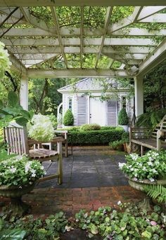 Garden pergola and shed. Garden pergola and shed. Garden pergola and shed. Outdoor Rooms, Outdoor Gardens, Outdoor Living, Outdoor Sheds, Indoor Outdoor, Amazing Gardens, Beautiful Gardens, Ideas Para El Patio Frontal, Gazebos