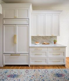 Kitchen Cabinet Styles, Wood Kitchen Cabinets, Kitchen Redo, Brass Kitchen, Kitchen Ideas, Kitchen Cabinet Paint Colors, Gold Kitchen Hardware, Taupe Kitchen, White Shaker Kitchen