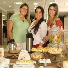 A Skandallô promoveu ontem um Chá da Tarde para as suas clientes, com Café Caramello, torta da Midori Ateliê de Gostosuras e participação da Livia Garcia Semijoia. Veja as fotos no site www.arrozdefyesta.net.