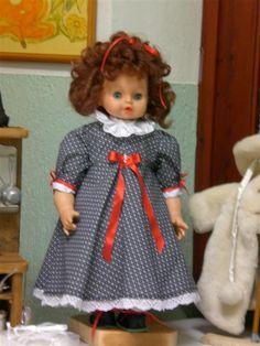Bambola vissuta e strapazzata  da quattro nipotine e, rimessa a nuovo.