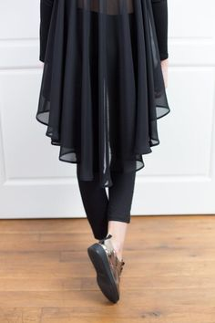 Black Top With Flare Back Asymmetrical Tunic Top Chiffon Asymmetrical Tops, Long Sleeve Tunic, Blouses For Women, Plus Size Outfits, Black Tops, Manga, Chiffon Tops, Ruffle Blouse, Tunic Tops