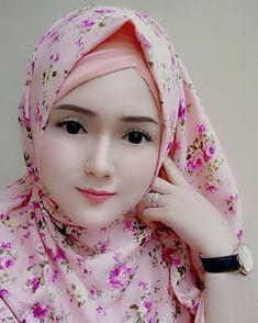 Most Beautiful Eyes, Beautiful Hijab, Real Beauty, Asian Beauty, Cute Emo Girls, Salma Hayek Pictures, Muslim Beauty, Beautiful Muslim Women, Baby Girl Photos