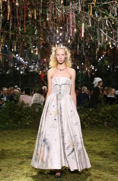 In her first couture collection as Dior's creative director, Maria Grazia Chiuri takes a walk down mystical lane and invites us to explore an old forgotten garden. Throughout the journey, we luckily find ourselves in a fairy-tale aristocratic ball, organized by an enigmatic pagan society.