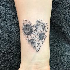 Celebrate the Beauty of Nature with these Inspirational Sunflower Tattoos - KickAss Things - sunflower heart tattoo © Alice_studio-ink ❤ - Sunflower Tattoo Sleeve, Sunflower Tattoo Shoulder, Sunflower Tattoo Small, Sunflower Hearts, Sunflower Tattoos, Dad Tattoos, Foot Tattoos, Body Art Tattoos, Sleeve Tattoos