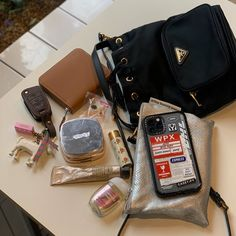 Discover recipes, home ideas, style inspiration and other ideas to try. Hipster Grunge, Style Grunge, Soft Grunge, What In My Bag, What's In Your Bag, Le Happy, My Bags, Purses And Bags, Grunge Outfits