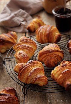 Croissants, produs de patiserie frantuzesc. Reteta croissant pas cu pas si mod de preparare aluat foietaj. Croissants, Food Photography Styling, Food Styling, Croissant Recipe, Romanian Food, Sweet Cakes, Restaurant Recipes, Food Inspiration, Nutella