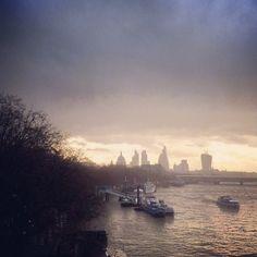 Night falls over the London skyline 6°C I 43°F #BurberryWeather