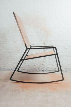 Elegante meubels uit hout, staal en leer: klein maar dapper