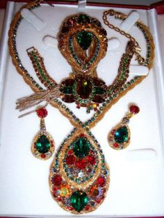 VTG-JULIANA-COLORFUL-RHINESTONE-MESH-NECKLACE-BRACELET-BROOCH-EARRING-SET-PARURE