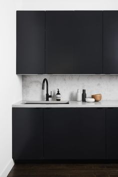 "stylish-homes: ""Modern simplistic kitchen in Stockholm, Sweden Keep reading "" Black Kitchen Cabinets, Black Kitchens, Kitchen Furniture, Kitchen Decor, Monochrome Interior, Flat Ideas, Décor Ideas, Cool Apartments, Cuisines Design"