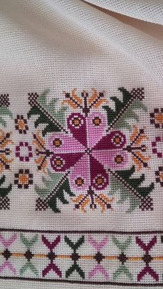 Cross Stitch Borders, Cross Stitch Flowers, Cross Stitch Designs, Cross Stitching, Cross Stitch Patterns, Hand Embroidery Design Patterns, Crochet Edging Patterns, Crewel Embroidery, Cross Stitch Embroidery