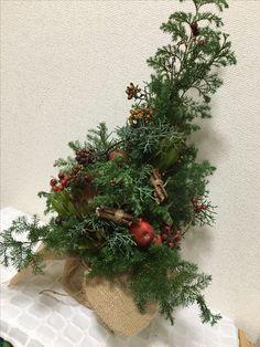 Flower Arrangements, Christmas Wreaths, Holiday Decor, Flowers, Red, Home Decor, Floral Arrangements, Decoration Home, Room Decor