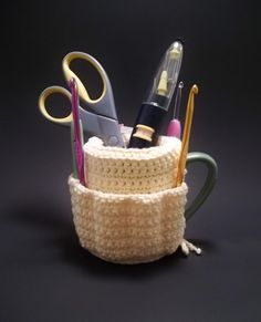 Clever mug tidy - crochet pattern  Why buy something you can easily make yourself?  And you could personalize this so easily.  I see a lot of people getting these for Christmas gifts! =)