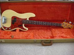 Fender 62 Reissue P-Bass in case