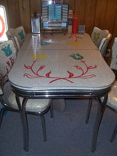 My grandparents had a Formica table with a design on the table top very much like this. The base of their table was different though. Dutch-style formica dinette set, from - photo via Retro Renovation fb page Retro Kitchen Tables, Kitchen Dinette Sets, Retro Table, Retro Kitchen Decor, Retro Kitchens, 1950s Kitchen, Round Kitchen, Kitchen Sets, Vintage Table