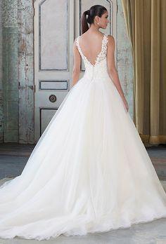 Bellethemagazine wedding dresses | Justin Alexander Signature | Floor Champagne Ball Gown V-Neck $$$ ($2,001-3,000)