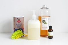 Super recette facile et rapide de liquide-vaisselle naturel fait maison – by Man… Super quick and easy recipe for natural dishwashing liquid – by Mango and Salt Cleaning Spray, Diy Cleaning Products, Cleaning Hacks, Diy Cleaners, Cleaners Homemade, How To Clean Clams, Diy Hanging Shelves, Dishwashing Liquid, Clean House