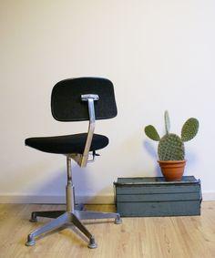 Industriele vintage bureaustoel. Scandinavisch design. | Vintage meubels | Flat Sheep