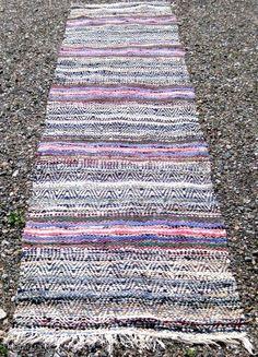 Rag Rugs, Tapestry Weaving, Rug Making, Floor Rugs, Beach Mat, Outdoor Blanket, How To Make, Make A Rug, Rugs