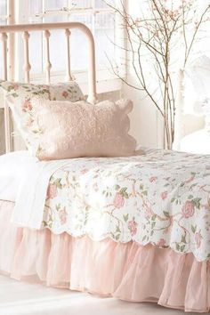 3 Jaw-Dropping Tips: Shabby Chic Crafts Decoupage shabby chic kitchen countertops.Shabby Chic Bedroom Accessories shabby chic home cozy. Cottage Shabby Chic, Shabby Chic Mode, Style Shabby Chic, Shabby Chic Bedrooms, Shabby Chic Furniture, Rose Cottage, Cottage Style, Girl Bedrooms, Shabby Chic Bedding Sets