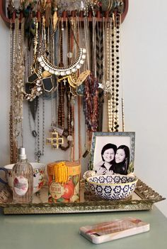 this pic totally helped inspire me to organize my jewelry/necklaces tonite!!