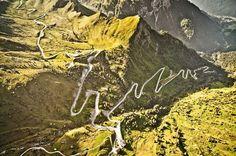 Eine Schneise im Grün: Der Passo di Giau führt von Cortina d'Ampezzo in das Tal von Buchenstein.