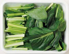 家計を悩ませる、価格お高めの野菜類。買ったものをムダにせず、最後まで使い切るには、賢く冷凍保存することがベストです! 使い勝手抜群の切り方で、生のまま冷凍すれば...