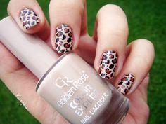 Leopard print nail art by Zosia