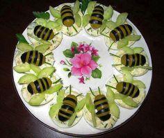 Abelhinhas d azeitonas verde e preta e asas d pepino finas