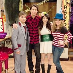 Miranda Cosgrove, Jerry Trainor, Sam E Cat, Icarly Cast, Icarly And Victorious, Nathan Kress, Lumpy Space Princess, Nickelodeon Cartoons, Hottest Female Celebrities