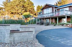 Incredible oceanview home with private hot tub & outdoor firepit await in Yachats