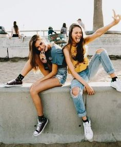There's no one like your BFF! Check out these BFF pictures & bestie poses ideas Bff Pics, Photos Bff, Cute Bestfriend Pictures, Cute Friend Photos, Cute Poses For Pictures, Cute Photos, Best Friend Pictures Tumblr, Tumblr Summer Pictures, Shooting Photo Amis
