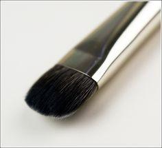 MAC :: 235 Split Fibre All Over Eye Brush