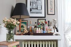 Radiator Cover Made into Mini Bar Home Bar Sets, Bar Set Up, Bars For Home, Bar Tray, Trays, Radiator Cover, Radiator Shelf, Wet Bars, Dream Decor