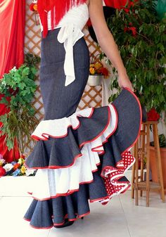 LOLAYLO: TRAJES DE FLAMENCA Y FALDAS DE SEVILLANA Flamenco Rock, Flamenco Party, Flamenco Skirt, Colorful Fashion, Trendy Fashion, Womens Fashion, High Art, Upcycle, Academia Baile