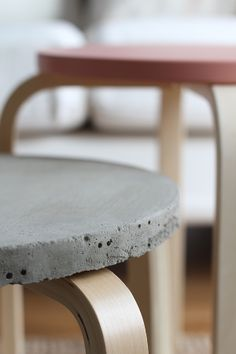 Bambula: DIY | jakkarasta betonipöytä - Concrete is a 2015 trend and it is capable of transform any house into a minimalistic but modern space. See more decor inspirations at http://www.homedesignideas.eu/