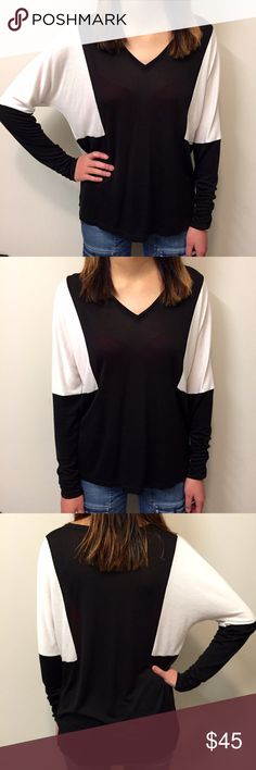 [vince] v-neck black & white top Your typically super soft and comfy vince top. Falls beautifully. 80% rayon, 20% poly. Worn minimally. Excellent condition Vince Tops Tees - Long Sleeve