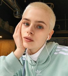Best 66 pictures of short straight blonde hair - My ideas Hair Inspo, Hair Inspiration, Shave My Head, Bald Girl, Aesthetic People, Pinterest Hair, Grunge Hair, Pretty Face, Pretty People