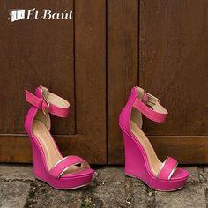 Agrega a tu clóset esos zapatos que te encantaron y no conseguías en ningún lado. Ingresa a www.elbaul.co y los tendrás en un dos por tres. #elbaulcolombia #nuevasoportunidades #reciclandocloset #modacolombia