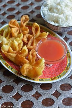 Crispy on the outside and creamy on the inside, these Cream Cheese Wontons are so good! Super easy to make with this recipe and video. Perfect for an appetizer or game day football food. You can make restaurant quality cream cheese wontons at home. Wonton Recipes, Copycat Recipes, Appetizer Recipes, Italian Appetizers, Cream Cheese Recipes Dinner, Chinese Appetizers, Wan Tan, Asian Recipes, Healthy Recipes