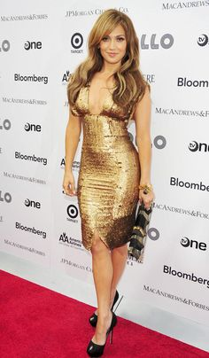 Jennifer Lopez in bronze Gianfranco Ferre dress, black Sergio Rossi heels, and Etro clutch Love Her Style, Looks Style, Sexy Dresses, Beautiful Dresses, J Lo Fashion, Nicole Richie, Christina Aguilera, Gold Dress, Bronze Dress