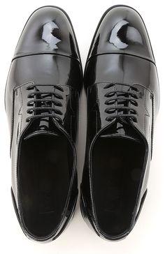 f52d94ef47d 19 meilleures images du tableau Chaussures versace