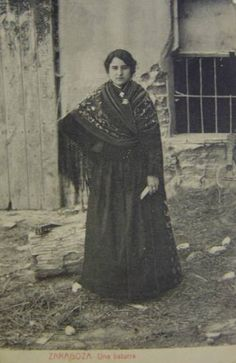 Vestido Aragones de mujer con traje típico principio del siglo XX Folk Costume, Costumes, People Of The World, Old Pictures, Vintage Photos, Daughter, Women, Google, Tropical