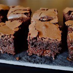 Najlepšie brownies | Víkendová Cukrárka Brownies, Food, Basket, Cake Brownies, Meals