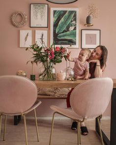 bloomon has discovered the top interior design trends from neutrals to minimalism and how flowers can enhance these home decorating trends. Interior Design Trends, Interior Design Elements, Neutral Color Scheme, Accent Colors, Natural Living, Pantone, Pastel Living Room, Scandi Chic, Color Of The Year