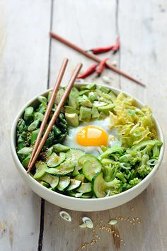 Friday is not meat today! Bibimbap everything green ! Veggie Recipes, Asian Recipes, Vegetarian Recipes, Healthy Recipes, Green Vegetarian, I Love Food, Good Food, Dorian Cuisine, Clean Eating